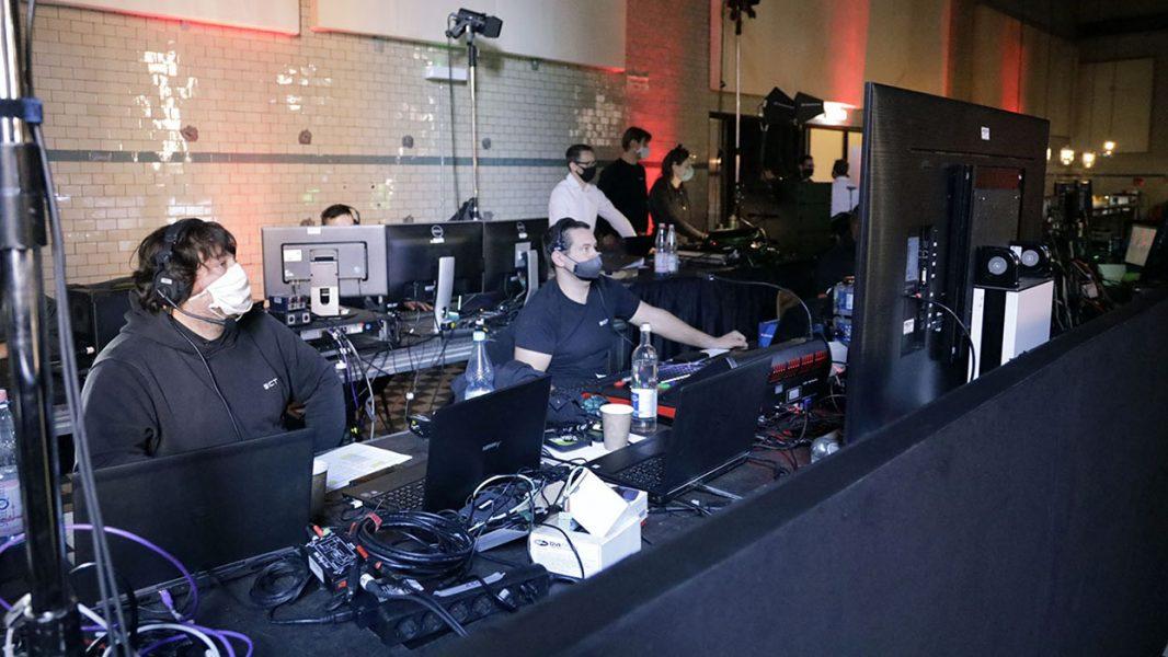 Team der Regietechniker Monitore und Tastaturen