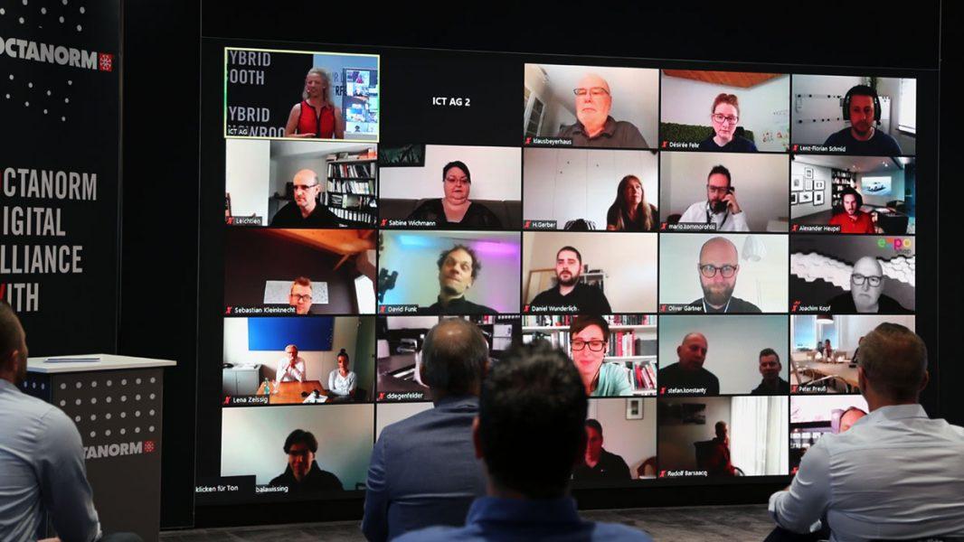LED Wand auf der Teilnehmer einer Digitalkonferenz angezeigt werden