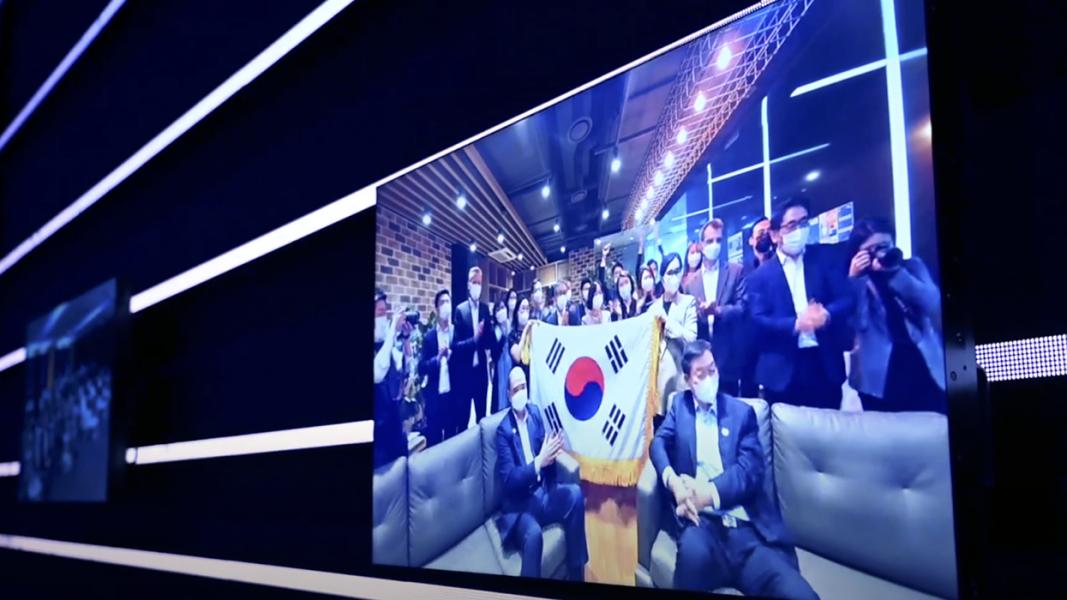 Bildschirm mit Streaming Teilnehmern aus Japan