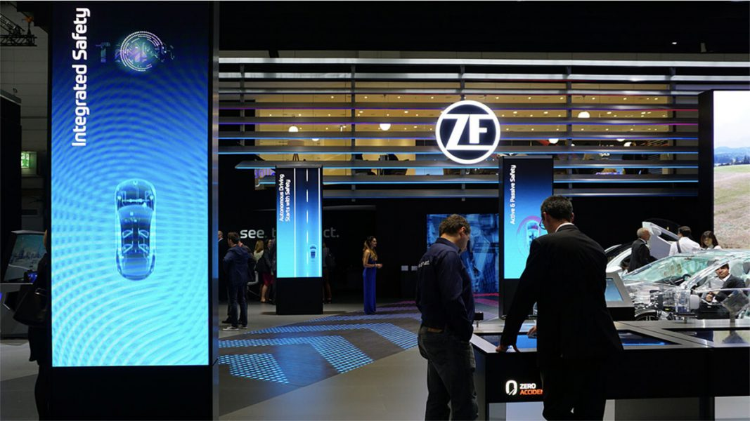 ZF-Messestand-LED-Tunnel-01