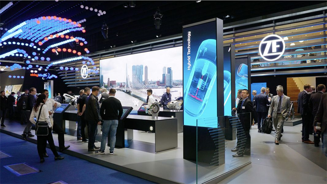 ZF-Messestand-LED-Tunnel-04